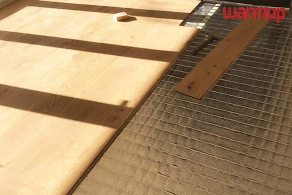 under laminate heating installation