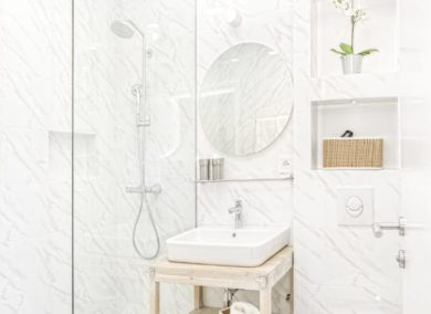 How do tiled walk-in showers benefit smaller homes?